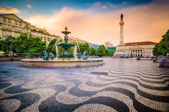 https://www.trekcentralnepal.com/wp-content/uploads/2018/09/tour-portugal-01-640x427.jpg
