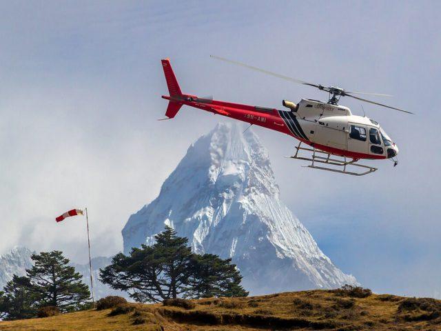 https://www.trekcentralnepal.com/wp-content/uploads/2021/03/Everest-Heli-tour-2-640x480.jpg